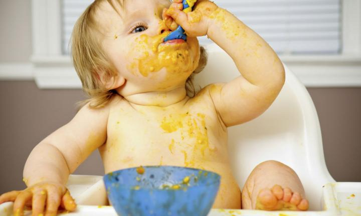 Introducing Solids: 5 Signs Your Baby Is Ready For Solid Food